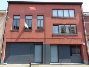 Ligging: In het centrum van Turnhout.Indeling: inkomhal, toilet, woonkamer, open keuken, eethoek, berging, douchekamer, terras, tweede verdieping: twe