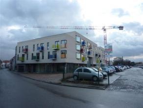 Studio met aparte slaapkamer, terras en ondergrondse autostaanplaats op wandelafstand van het station en het centrum van Herentals ! Ligging: de Stati