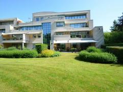 Appartement in Oud-Turnhout op 230m² Luxe gelijkvloers appartement van ca. 230m2 gelegen in de prachtige residentie 'De Dennen'. Het appartement