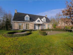 Woning in Retie op 1856m² Hedendaagse villa met onderhoudsvriendelijke tuin gelegen op residentiële locatie op ca. 1.856 m² grond. Op h