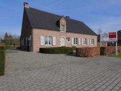 Woning in Retie op 1474m² Klassieke villa langs de verbindingsweg Retie - Postel. Inkomhal met toilet, gezellige woonkamer, eetkeuken, veranda, b