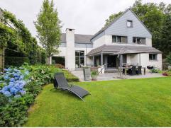Woning in Olen op 2485m² Tussen de velden maar toch zeer goed bereikbaar vinden we deze ruime, modern maar warm ingerichte villa op een zuid-geor
