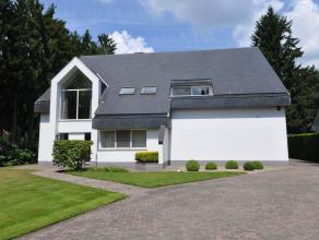 Woning in Oud-Turnhout op 3300m² Charmante villa op ca. 3.300 m² grond op residentiële locatie te Oud-Turnhout. De gelijkvloerse verdie