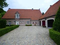 Woning in Overpelt op 2498m² Deze klassevilla in Overpelt werd afgewerkt met de beste materialen en is in een onberispelijke staat. Exclusieve en