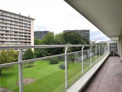 Appartement in Berchem Volledig opgeknapt appartement van 71m² met een ruime woonkamer (33m²) een goed uitgeruste keuken (6,3m²), verde