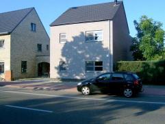 Woning in Turnhout op 355m² Prachtige woning nabij het centrum van Turnhout. Inkomhal met gastentoilet, woonkamer met aparte bureelruimte en aans