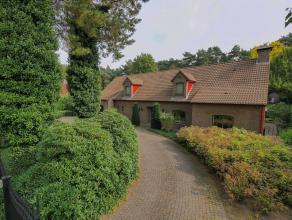 Woning in Oud-Turnhout op 2625m² Landhuis op een rustige en residentiële locatie te Oud-Turnhout op ca 2625 m². Inkomhal met vestiaire