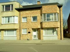 Appartement in Oud-Turnhout Gelijkvloers appartement gelegen in het centrum van Oosthoven. Het omvat een ruime woonkamer, open keuken (gasvuur, dampka