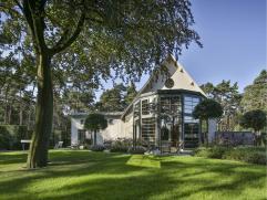 Woning in Mol op 13900m² Prachtig gerenoveerde villa, gemeubelde onder architectuur van Jan Weyts op en met grond van ca. 1,3HA. Op het gelijkvlo
