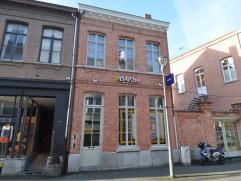 Appartement in Turnhout Gezellig appartement in gerenoveerde stadswoning in het centrum van Turnhout. Open keuken met eetkamer, woonkamer met zuid-ge&