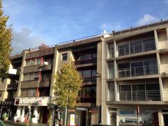 Appartement in Brasschaat Het appartement is gelegen op de derde verdieping rechts en omvat een inkomhal, bergruimte, wasplaats, gastentoilet, een gro