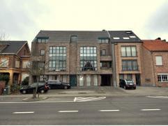 Appartement in Ravels Dit gelijkvloers appartement van ca. 90 m² is gelegen in een kleinschalig complex in het centrum van Ravels.Indeling:Via de