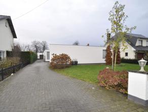 Woning in Ravels Deze woning gelegen langs de doorgaande weg in Ravels en heeft een gezellige afgesloten tuin met een ruim terras en garage. Ruime, li