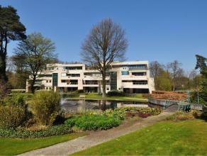 Appartement in Oud-Turnhout Luxe gelijkvloers appartement gelegen in de prachtige residentie 'De Dennen'. Het appartement bestaat uit een ruime inkomh