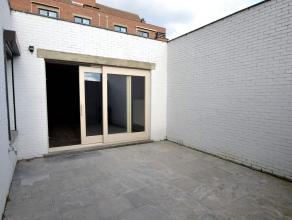 Appartement in Oud-Turnhout Recent volledig gerenoveerd appartement in het centrum van Oud-Turnhout. L-vormige woonkamer, volledig ingerichte open keu