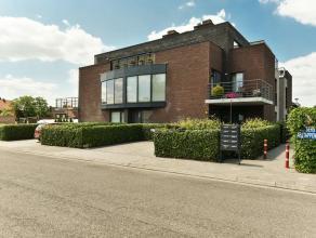 Appartement in Hoogstraten Prachtig duplex-appartement met luxe-afwerking nabij het centrum van Hoogstraten met dakterras van ca. 52 m². Indeling