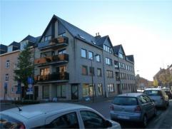 Ruim appartement met 2 slaapkamers, terras, zolder en gemeenschappelijke fietsenberging, zeer centraal gelegen op de Markt te Arendonk. Onmiddellijk b