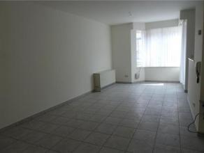 Knus en gezellig appartement met één slaapkamer, klein balkon vooraan, klein terras achteraan en autostaanplaats Beschikbaar vanaf: 1 me