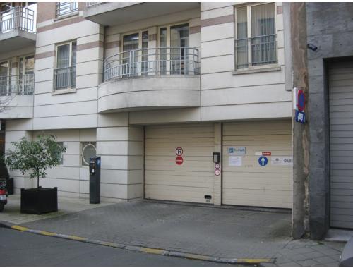 Garage louer ixelles eedx2 bepark for Garage professionnel a louer