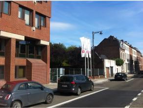 Emplacements de parking à louer avec formules d'abonnement mensuelles: nuit et weekend (39€) OU 24/7 (49€). Prix toutes charges comprises. Park