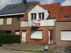 Zeer ruime nieuwbouwwoning in het centrum van Zoersel met tuin. De woning bestaat uit op de gelijkvloerse verdieping de inkom, woonkamer met open keuk