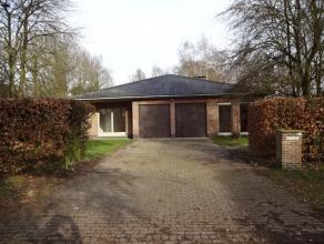 Gelijkvloerse eengezinswoning in leuke Bloemenwijk. Lichte leefruimte met grote raampartijen en nieuwe vloer, zicht op tuin en terras Volledig ingeric