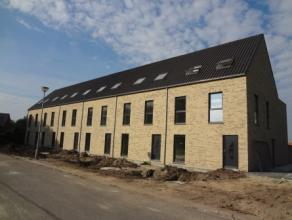 Volledig afgewerkte nieuwbouwwoning met 3 slaapkamers en een hobbyruimte/slaapkamer, rustig gelegen nabij de dorpskern van Minderhout en Hoogstraten.