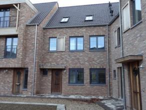 Nieuwbouwwoning met 4 mogelijke slaapkamers, ondergrondse autostaanplaats en berging op unieke locatie in hartje Hoogstraten. Deze woning omvat op het