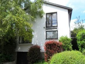 Belle villa avec CINQ CHAMBRES, TERRASSE, JARDIN, GARAGE, CAVE dans un quartier résidentiel près de l'école Brittish et le parc d