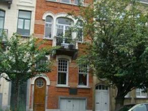 Très belle maison de 1905 complètement rénovée et située à deux pas de la Pl Eug. Plasky et à 10 min