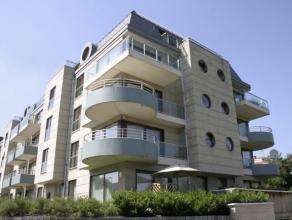 Dicht bij de Europese School, de Cora, de E40, zeer mooi penthouse appartement van 275m² leefruimte en bestaande uit 4 slaapkamers, 3 badkamers m