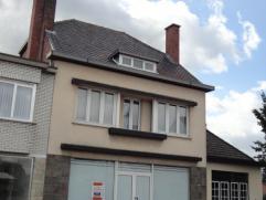 Ruim woonhuis gelegen op de baan tussen Balen en Mol.   De indeling is als volgt:  Gelijkvloers met grote leefruimte waarnaast zich nog een ruime