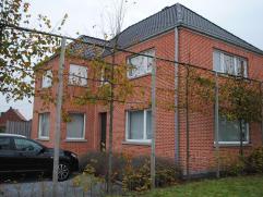 Mooie gerenoveerde woning op perceel van 405 m². De woning is centraal gelegen tussen Mol en Balen. De woning is volledig gerenoveerd in 2010 en