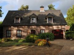 Mooi huis in een mooie omgeving, dicht bij de snelweg Hasselt-Antwerpen, met 4 slaapkamer(6 is mogelijk mits enkele aanpassingen) De woning is zeer e