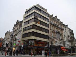 """Rez-de-chaussée + entresol occupé par """"Natural Caffe"""" + 5 niveaux de bureaux. Permis accordé pour logements aux étages =&g"""