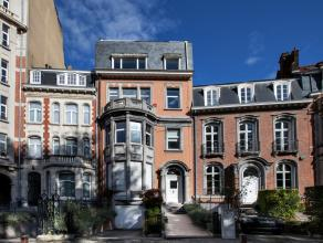 A la limite de Woluwe-St-Lambert, vaste hôtel de maître d'une surface totale de +/-1100 m² dont environ 1000m² sont habitables.