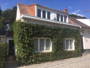 Dans un cadre unique et bucolique, maison de charme 3 façades à Uccle (limite Linkebeek). Vue campagnarde! (idéal pour cél