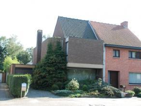 Mol : Kapellestraat 50 : mooie woning met gezellige living met parketvloer, zeer ruime en volledig geinstalleerde keuken met hoge ramen, garage en was