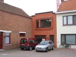 Mol : Schansstraat 25 : centraal gelegen woning met living, geinstalleerde keuken, badkamer met ligbad, lavabo, wc, 2 slaapkamers, cv/wasplaats, koer