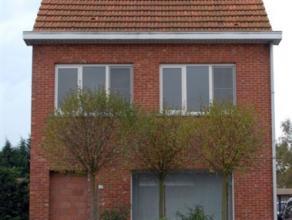 Gerenoveerde woning kort bij het centrum van Geel afgewerkt in duurzame materialen.Gelijkvloers: inkomhal, eetplaats, living, keuken volledig ingerich