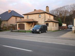 Deze degelijke Provinciaalse villa is gunstig gelegen vlakbij de invalswegen naar Geel en Herentals. Ook het nieuwe shoppingpark en de oprit van de au