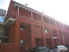 U houd van ruimte en veel lichtinval? Ons kantoor biedt u een uniek duplex appartement gelegen Refugiestraat 16 te Diest. Indeling: het gelijkvloers b