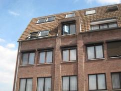 Appartement op 3e verdieping in het centrum Kolmen 7-3 Tessenderlo. Indeling: living, keuken met alle comfort en aansluiting vaatwasmachine, gaanderij