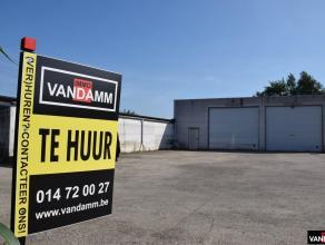 Industriële atelier/opslagruimte van totaal ca. 2.800 m2 met o.a. 3 laadkades, externe parking, afzonderlijke garage/onderhouds loods met 2 smeer