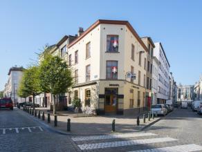 Cette maison se situe dans le quartier Dansaert, près des Hautes Ecoles et des magasins réputés, ainsi que des transports publics