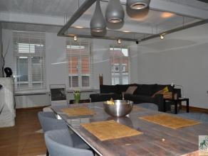 Ruim, recent gerenoveerd en gemeubeld appartement in mooie loftstijl bestaande uit grote leefruimte op parket, volledig ingerichte open keuken, 3 slaa