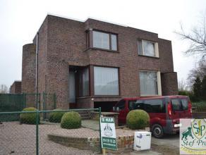 Centraal gelegen woning, bestaande uit: inkomhal, apart toilet, bureau (14m²), woonkamer (22m²), eetkamer (57m²), keuken (kookvuur, dam