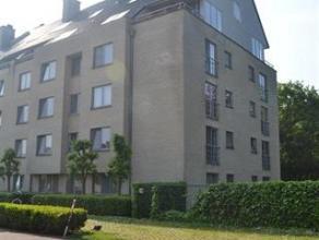 Centraal gelegen ruim appartement bestaande uit inkomhall, apart toilet, ruime living met terras, ingerichte keuken, ruime berging met aansluiting was