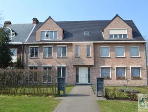 Centraal gelegen appartement bestaande uit leefruimte, ingerichte keuken, badkamer met douche, 1 slaapkamer, ruim terras van 30m², staanplaats in