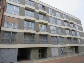 Een appartement op de tweede verdieping gelegen in het centrum van Tessenderlo. Dit pand bevat een inkomhal, woonkamer, keuken, gang, toilet, twee sla